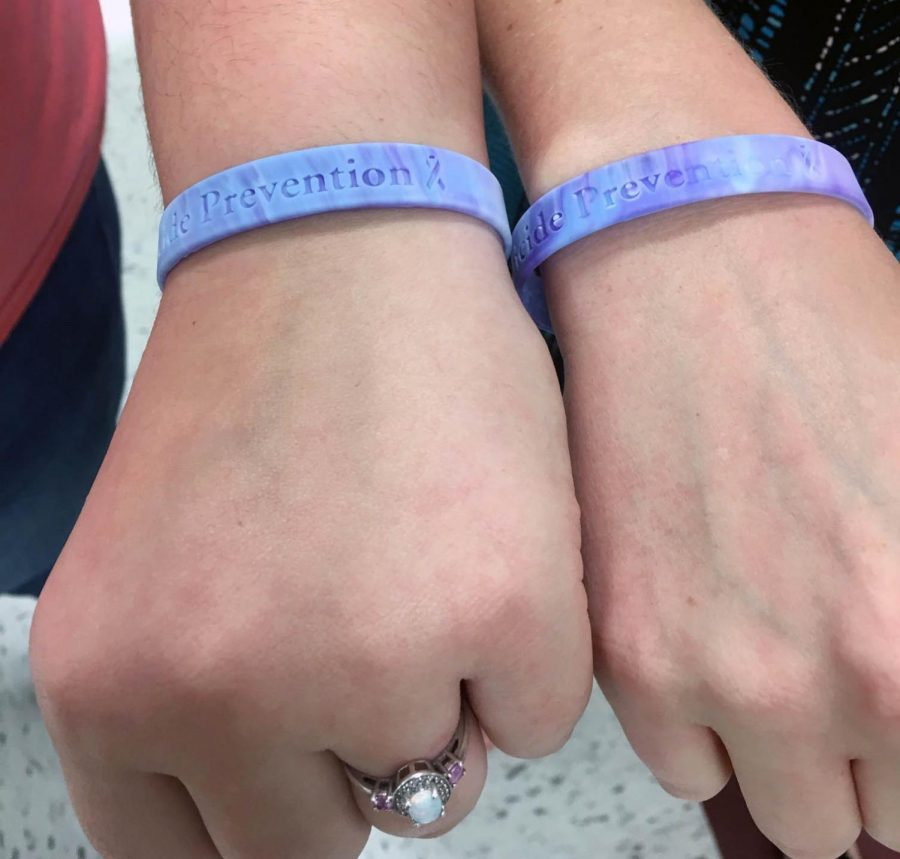 HOSA+selling+bracelets+for+National+Suicide+Prevention+Month