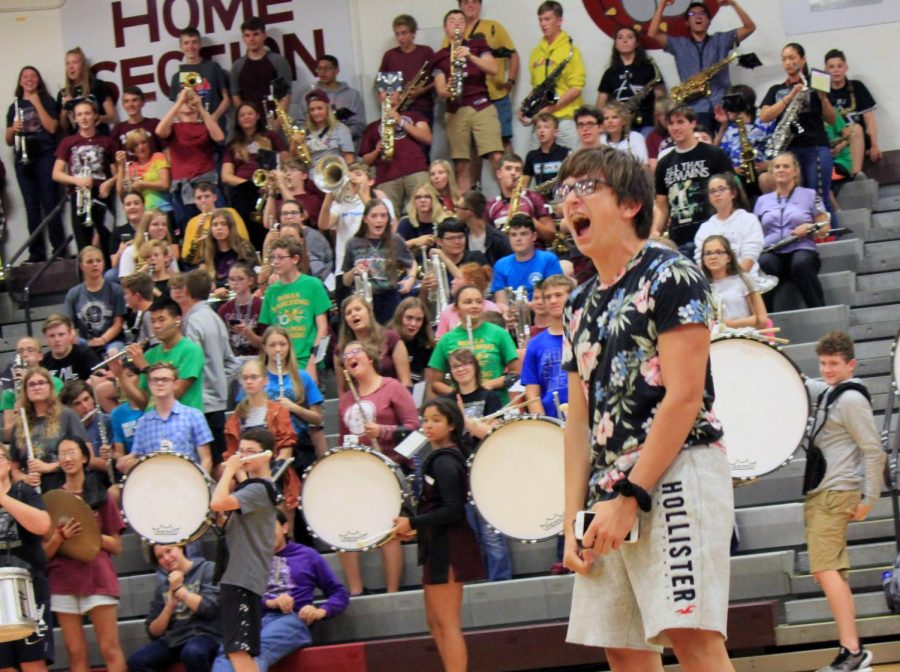Students+cheer+on+their+team+in+first+all+school+pep+assembly+of+the+year
